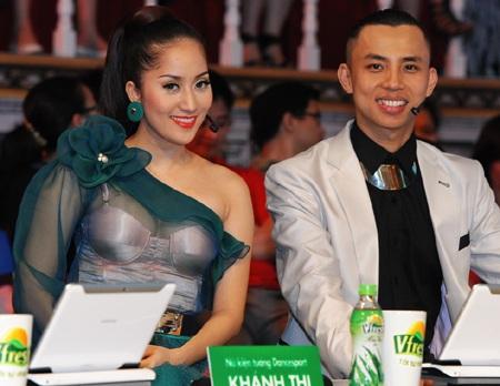Cận cảnh váy voan gợi cảm của Khánh Thy