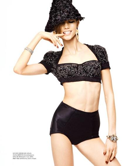 Karlie Kloss: Gầy gò vẫn tự tin khoe thân