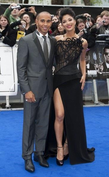 """Nicole Scherzinger đẹp đôi bên """"phi công trẻ"""""""