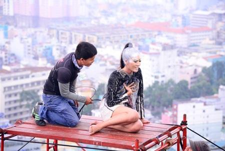 """Thí sinh Vietnam's Next Top Model """"vút bay"""" trên bầu trời"""