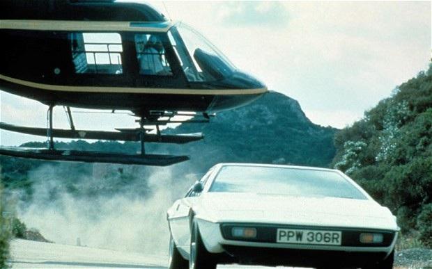 """Chiếc trực thăng """"huyền thoại"""" của điệp viên James Bond"""