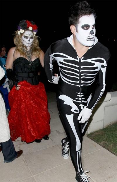 Hilary Duff và chồng Mike Comrie