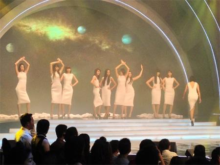 Người mẫu trình diễn trong đêm chung kết Vietnam's Next Top Model 2012 Ảnh: Phan Anh