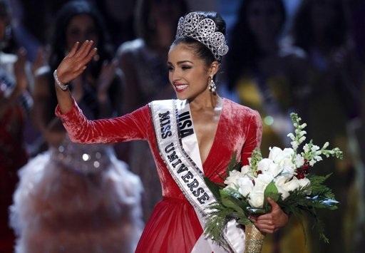 Giây phút đăng quang của Tân Hoa hậu Hoàn vũ.