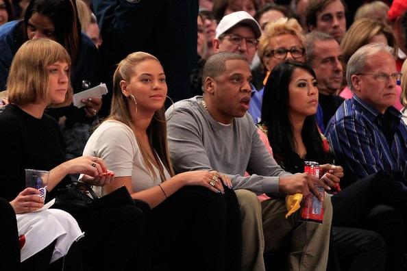 Vợ chồng Beyonce hạnh phúc khi đi xem bóng rổ - 3