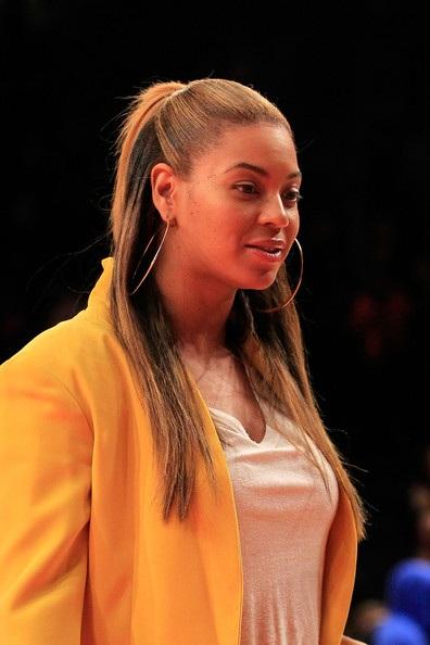 Vợ chồng Beyonce hạnh phúc khi đi xem bóng rổ - 4
