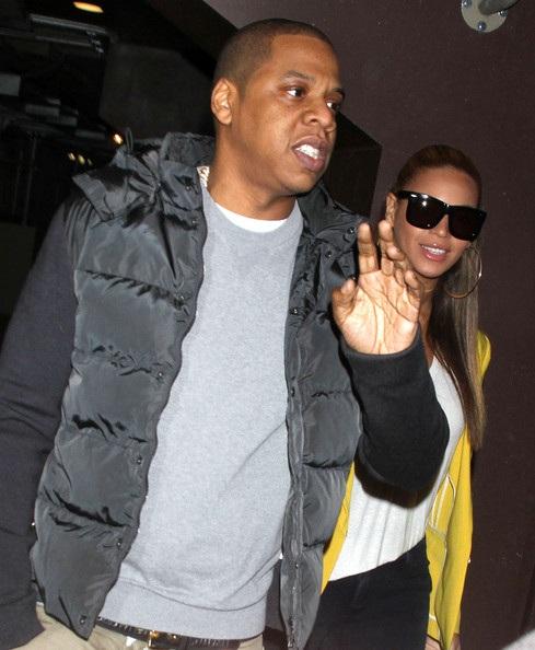 Vợ chồng Beyonce hạnh phúc khi đi xem bóng rổ - 10