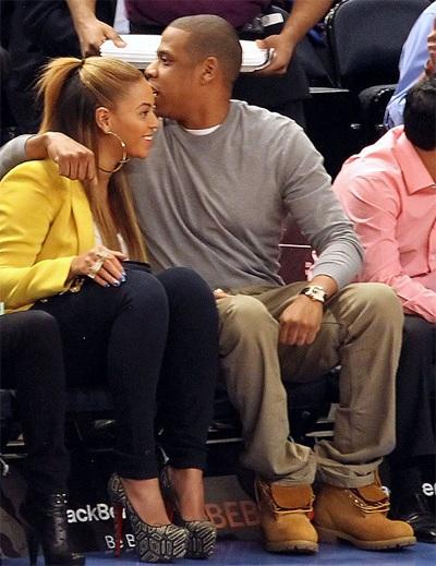 Vợ chồng Beyonce hạnh phúc khi đi xem bóng rổ - 5