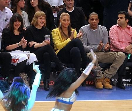 Vợ chồng Beyonce hạnh phúc khi đi xem bóng rổ - 7