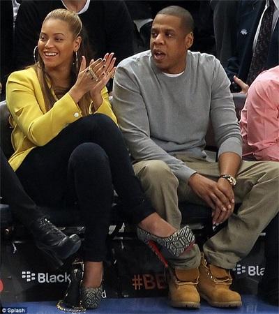 Vợ chồng Beyonce hạnh phúc khi đi xem bóng rổ - 8