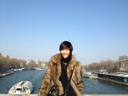 Hoàng Thùy khám phá Paris