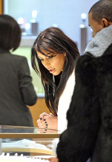 Cô Kim đi mua sắm ở Pháp