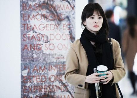 Chuyện tình buồn của Song Hye Kyo gây sốt