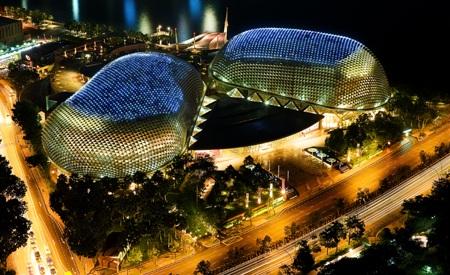 Nhà hát Esplanade trên vịnh Marina là niềm tự hào của người dân đảo quốc sư tử Singapore