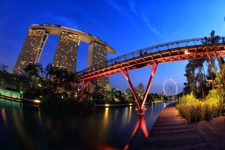 Khu nghỉ dưỡng Marina Bay Sands có hình dáng con tàu trên cạn