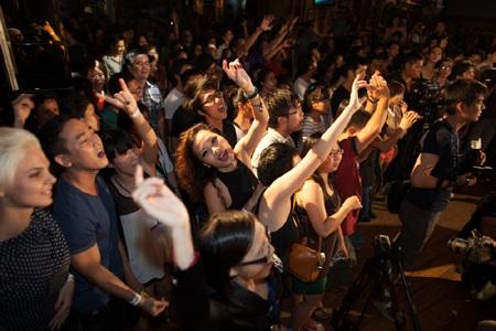 Khán giả hào hứng với Phạm Anh Khoa.