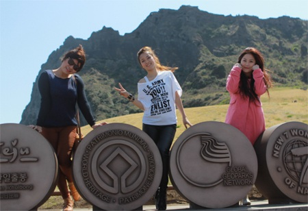 Hương Tràm, Đinh Hương, Xuân Nghi dạo bước ở Jeju