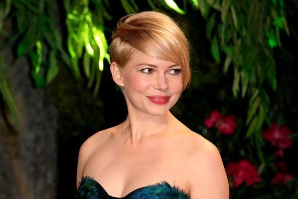 Ngôi sao từng được đề cử giải Oscar diện váy hở vai quyến rũ