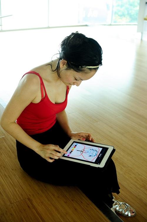 Phút thư giãn giữa buổi tập nhảy cho chương trình Bước nhảy Hoàn vũ của Lan Phương.