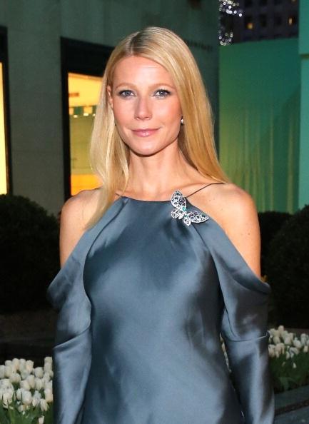 Gwyneth Paltrow kiêu sa với váy lụa xanh