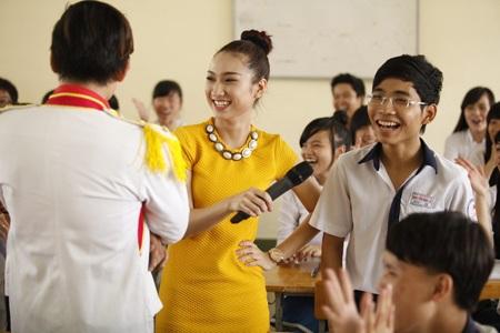 """Quán quân So You Think You Can Dance Lâm Vinh Hải """"về trường"""""""