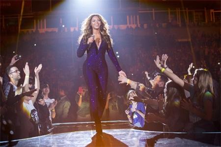 """Beyonce bị fan """"sàm sỡ"""" khi biểu diễn"""