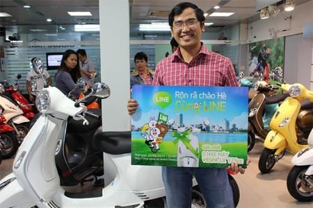Kiến trúc sư Huỳnh Văn Tùng vui mừng khi nhận phần thưởng lớn từ LINE Messenger