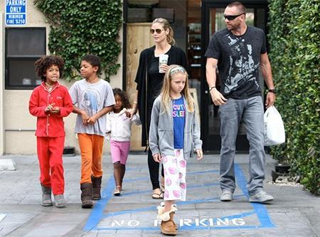 Heidi Klum bên bồ mới và bốn đứa con.