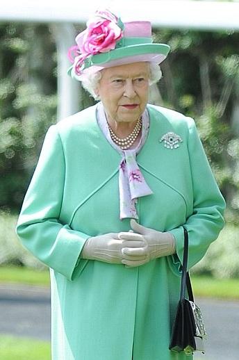 Nữ hoàng Anh tham dự ngày hội đua ngựa năm nay