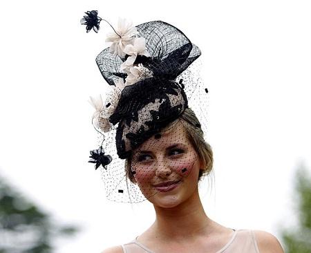 Người đẹp vô danh nổi bật trong lễ hội