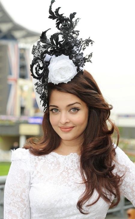 Cựu Hoa hậu thê giới Aishwarya Rai là khách VIP của lễ hội.
