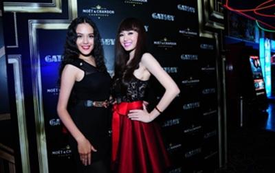 Cựu người mẫu Thúy Hạnh được ông xã tháp tùng đến xem phim mà không có hai cô công chúa nhỏ.