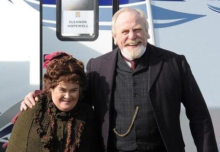 Susan Boyle cùng người chồng trên phim của mình
