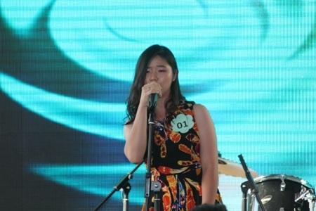 Học trò của Thanh Bùi thể hiện ca khúc Mercy trên sân khấu