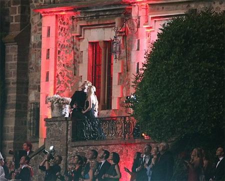 Lễ cưới của cặp ca sỹ nổi tiếng diễn ra ấn tượng