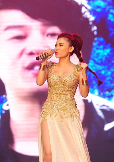 Thu Minh diện váy hàng hiệu trong liveshow Dấu Ấn
