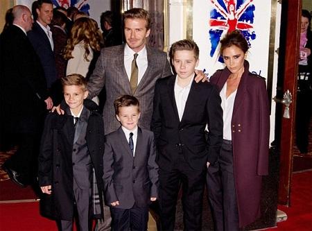 Victoria Beckham hạnh phúc bên chồng con
