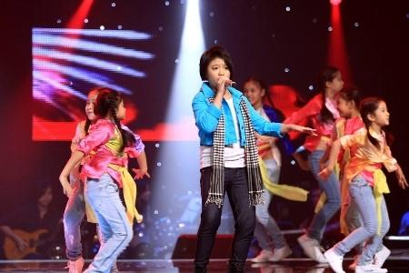 Linh Lan đã thể hiện khả năng kiểm soát sân khấu khá vững của mình