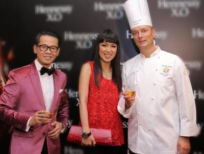 Tham dự sự kiện nghệ thuật ẩm thực này có á hậu Tú Anh và á hậu Hoàng Anh.