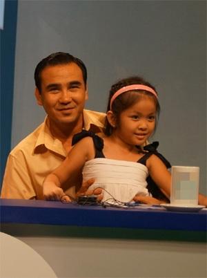 MC Quyền Linh hào hứng chia sẻ kinh nghiệm dạy con