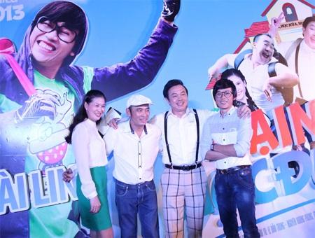 Fan hả hê cùng Hoài Linh đại náo sân trường