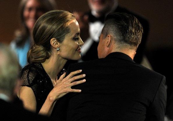 Angelina Jolie được Brad cổ vũ trong mọi việc