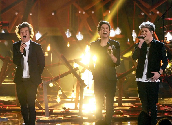 Boyband nổi tiếng nước Anh One Direction trình diễn ca khúc S