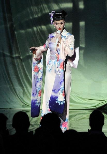 Katy Perry đẹp như mộng trên sân khấu American Music Awards