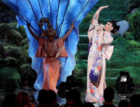 Katy Perry không chỉ hát hay mà còn múa cũng rất đẹp