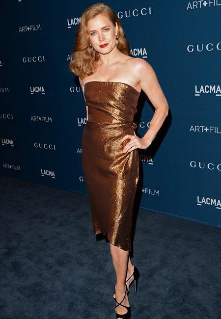 Amy Adams kiêu sa với váy hở vai