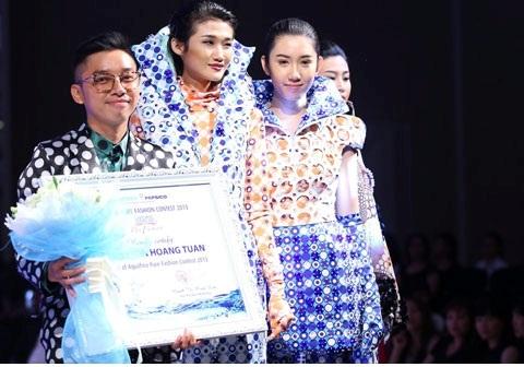 """Nhà thiết kế trẻ Hoàng Tuân giành giải ba với bộ sưu tập """"Sự chuyển động của nước"""""""