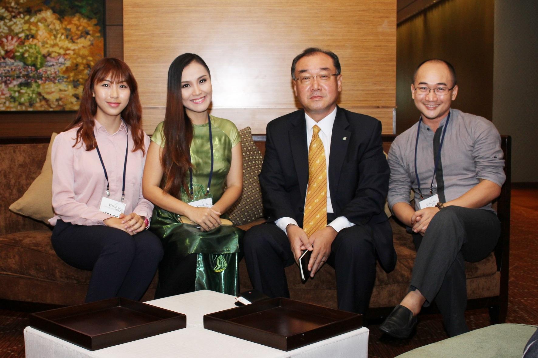 Ông Vô Thường - én vàng Khánh Ly giao lưu cùng Ông Kim Dong Kwan - đại diện BTC
