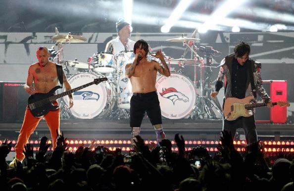 """Red Hot Chilli Peppers thừa nhận chơi nhạc """"nhép"""" ở sự kiện thể thao"""