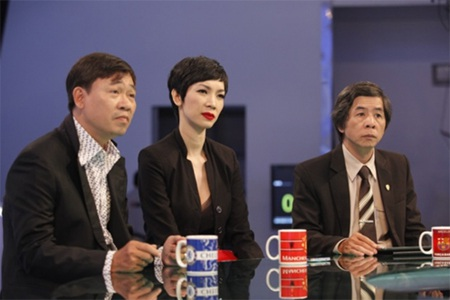 Xuân Lan thảo luận với các khách mời trong một tập chương trình Đội tuyển tôi yêu